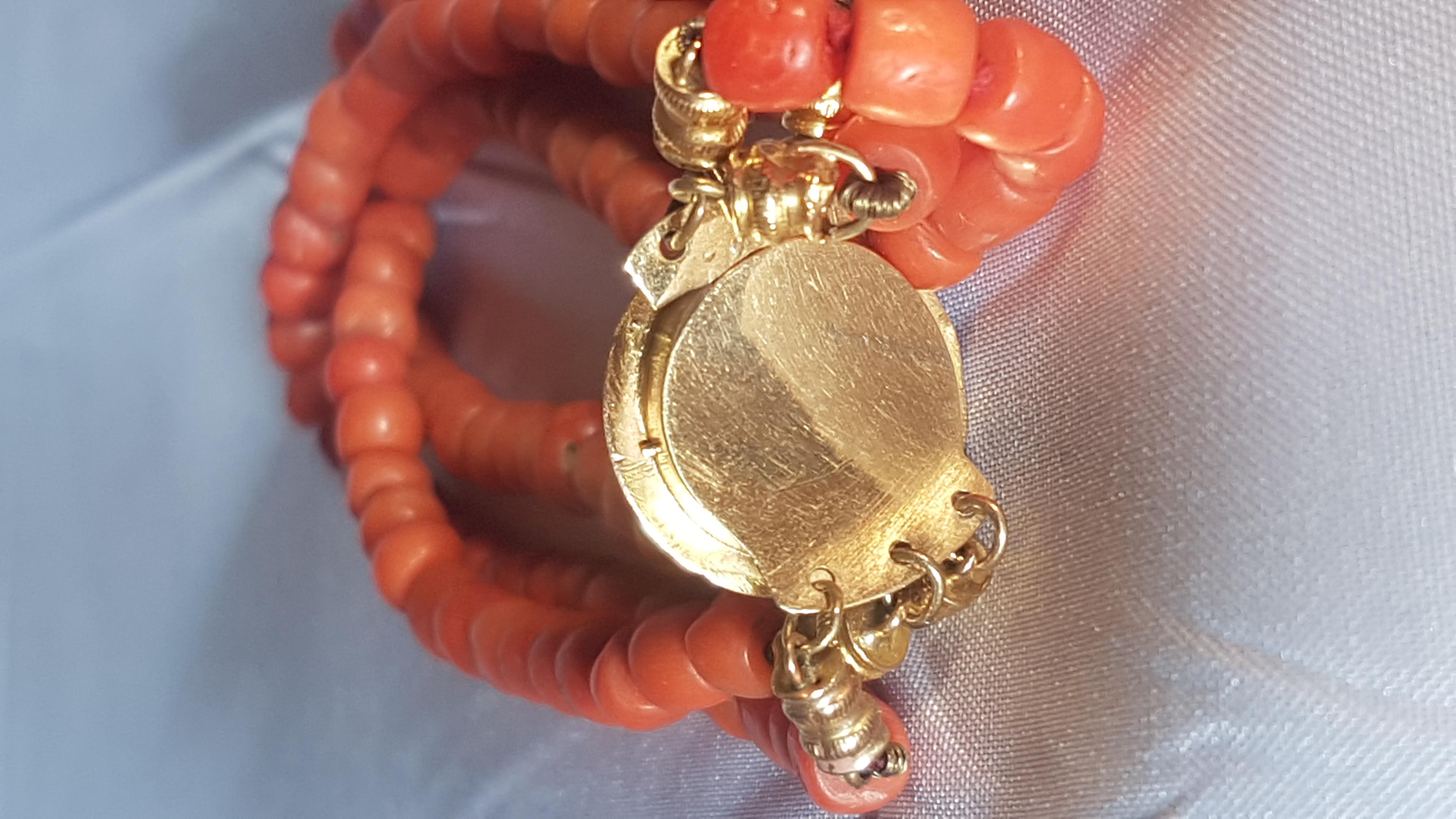 """<span class=""""entry-title-primary"""">3-strengs bloedkoralen armband met gouden sluiting/montuur</span> <span class=""""entry-subtitle"""">Zeeuws, 19e eeuws</span>"""